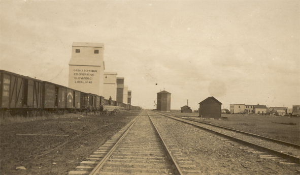 Tugaske- Grain elevators and railway